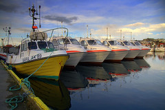 5x (.Gu) Tags: blue sea color reflection boats harbor boat iceland harbour hafnarfjrur sland sjr btur btar trilla hafnarfjordur speglun hfn litir blr smbtahfn smbtar gu mailciler ogud ogu trillur smbtur