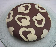 TARTA DECORADA CORAZONES CHOCOLATE