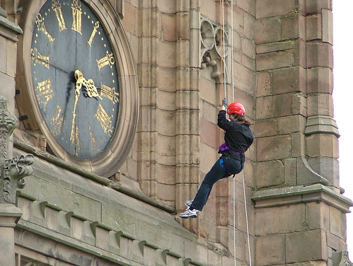 Cat abseiling at 3.32 exactly