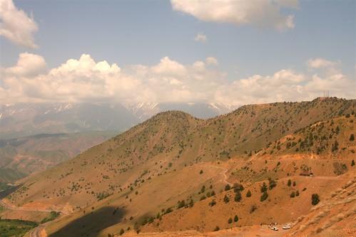 Kamchik pass panorama, Uzbekistan by DDPN.net.