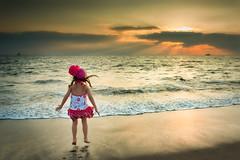 Macarena (Alfredo11) Tags: sunset sea sun sol water girl clouds atardecer mar agua nia nubes litlle pequea