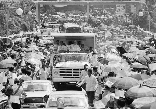 1550992278_002ae00bf2 - Pope John Paul II Visits Cebu, Philippines (1981) - Philippine Photo Gallery