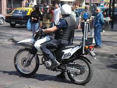 Con aire cuyano (Upper Uhs) Tags: argentina police security mendoza moto polizei seguridad polis polizia policja poliisi cuyo pulizija patrullaje policÍa policiamiento fuerzapÚblica