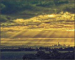 Auckland City from Cable Bay, Waiheke Island (Ian@NZFlickr) Tags: bravo auckland nz aotearoa waiheke magicdonkey flickrsbest mywinners anawesomeshot amazingphotographer iloooveyourspics