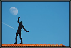 Moon walk (xollob58) Tags: moon germany airplane deutschland mond hessen figure contrails flugzeug moonwalk darmstadt balancing figur jugendstil mathildenhhe exhibitionbuilding avision balanceakt sigmaaf70300mmf456apodgmacro ausstellungsgebude mondspaziergang
