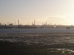 Fawley Oil Refinery, horizontal smoke