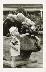 Зоопарк (Аркаша Грубиянов) Tags: old portrait bw film vintage zoo russia moscow retro 1964 ussr скульптура москва ребенок чб зоопарк старое ретро пленка ссср панамка винтаж