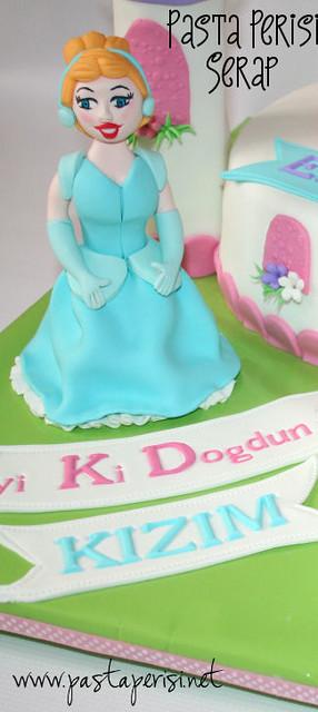 Cinderella Castle Cake -ECE