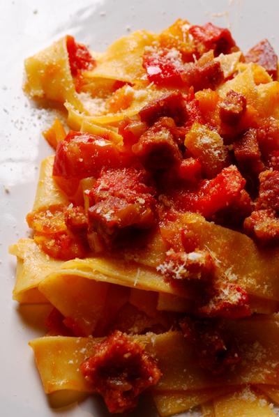 Pappardelle con Ragù di Cinghiale Salami e Pepperoni