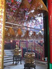 Hong Kong - Man Mo Temple (hachiko_it) Tags: colors temple hongkong inside incense hongkongisland manmo braziers brazier chiarasirotti