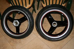 Wheels assembled (lucasoptura) Tags: triumph speedtriple paintingprocess customartwork