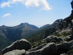 Partie initiale du dernier tronçon en versant SE : vue vers le col d'Arjetu