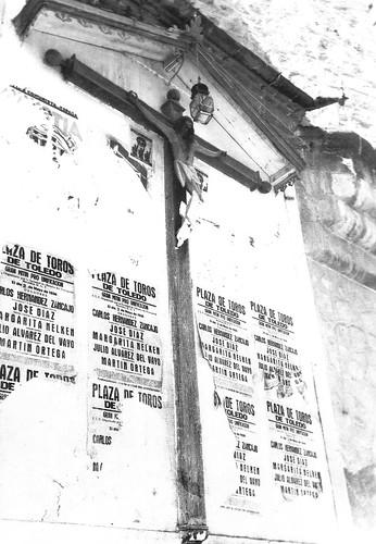 Cristo de Santo Tomé con carteles pegados en 1936. Foto Rodríguez