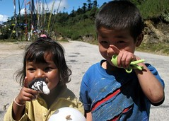 Local children (Linda DV) Tags: street travel portrait people cute face barn children geotagged kid child bhutan candid young kind criana himalaya enfant nio 2007 dziecko bambino bumthang    travelphotography lapsi copil dijete  dt  travelportrait   yotonglapass lindadevolder