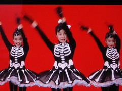 bone girls waving (Mamluke) Tags: bonegirls dancing children bestcostumesever costumes television tv animation red japanese 日本語 nihongo japan october 2007 nippon japon japón nipon giappone ジャパン mamluke vacation vacance vacanza vakantie vacaciones urlaub rouge rot rojo rood rosso skeletons bones outfits dance danse enfants cute twee screengrab screenshot capture hidef tele screencapture hd japanesetv japanesetelevision screencap arm arms