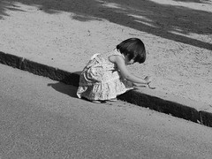 ...child (chinaski_83) Tags: madrid park parco child play viaggi spagna gioco bambina elretiro giocare chinaski83