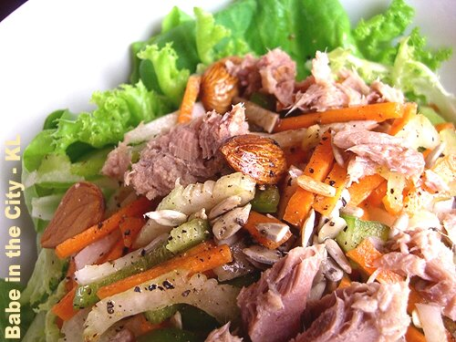Fresh salad with tuna chunks