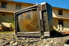 Daytime TV (4PIZON) Tags: old color glass television trash canon nbc tv crt day low used crap unwanted abc primetime waste smashed busted broke cracked cbs rotto outdated tvset spazzatura cathode ktvu 4pizon