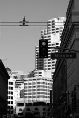 Vue de San Francisco 4 (Reibenberg) Tags: sanfrancisco california street blackandwhite bw usa blancoynegro noiretblanc wb nb bn rue biancoenero californie whiteandblack blancetnoir etatsunis negroyblanco schwarzaufweiss neroebianco blackwhitephotos weissaufschwarz reibenberg