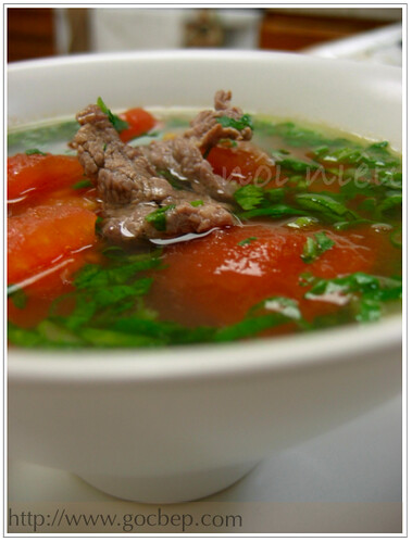Vietnamese style beef tomato soup