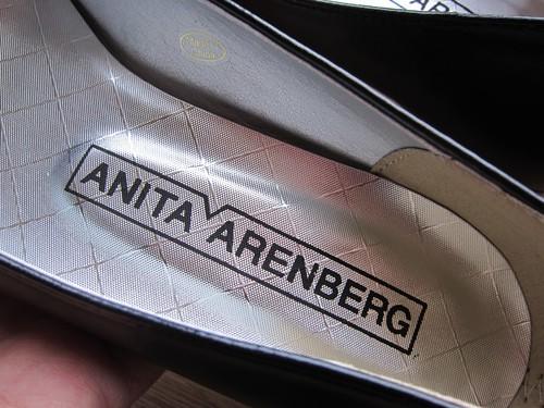 アニタ・アレンバーグの新しいフラワーモチーフバレエパンプス