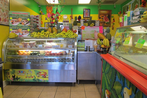 Mateo's Ice Cream & Fruit Bars: Interior