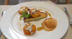 Brioche faon pain perdu, abricots rotis et drages (sickchangeup) Tags: fontainebleau croquembouche