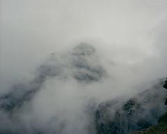La montagne du silence (Aurélia Frey) Tags: road mist mountains cold rain montagne landscape pluie silence paysage froid brume pérou auréliafrey chemininca qhapacnan routeinca humachuco