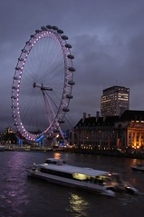 A London Eye e o Tmisa / The London Eye and the Thames (Marcio Cabral de Moura) Tags: uk greatbritain inglaterra winter england london geotagged boat movement europa europe barco unitedkingdom sony londoneye londres gb movimento h2 inverno thamesriver 2007 reinounido cubism riotmisa grbretanha inversepanning