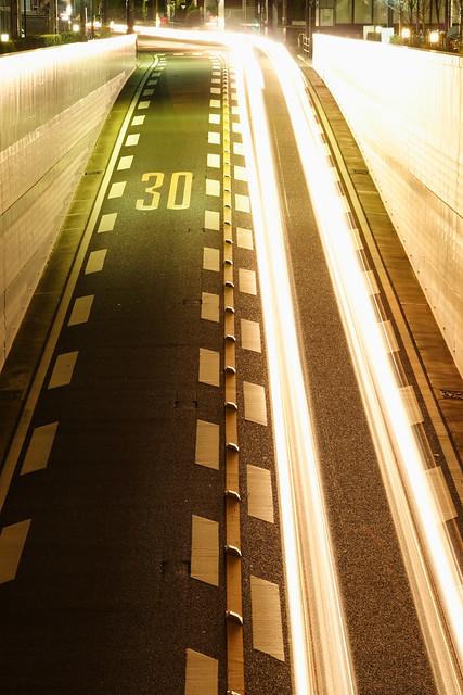 道路の光跡