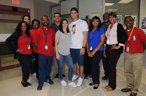 Brian Cushing Visits Veterans at Houston VAMC