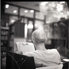 simple quiet afternoon (S.H.CHOW) Tags: 6x6 rolleiflex mediumformat quiet afternoon kodak iso400 peaceful hc110 stranger hp5 ilfordhp5plus400 ilford f28 selfdeveloped xenotar 28e kodakhc110 31c bathroomdevelopment rolleiflexxenotar28e 9mins20sec developmenttimeiswaytoolong moreappropriatedevelopmenttimefor31cwateris85mins~9mi windowofabookstoreonthestreet