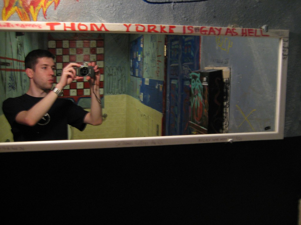 Thom Yorke - Bathroom - Ocean Beach - Hodads Burger Shop