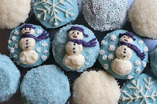 Snowman Cupcakes by Bakerella.