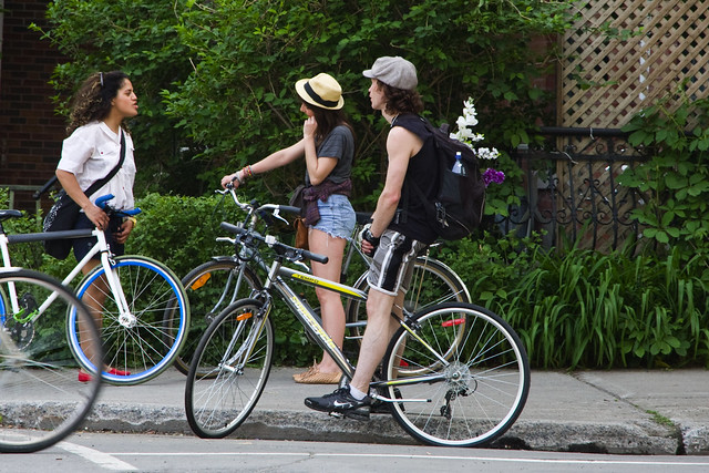Montreal Cycle Chic Threesome