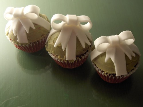 Giftwrapped Red Velvet Cupcakes