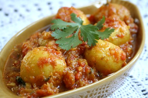 Baby potatoes in tomato gravy