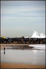 Caminando sobre su reflejo (Bichuas (E. Carton)) Tags: city sea beach mar bravo waves stones walk surfer ciudad playa reflected reflejo caminar sansebastian olas donostia piedras zurriola surfista ltytr2 ltytr1 safecreative