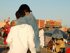 amicizia (ariablu dosoos) Tags: africa morocco marocco marrakech hugs amicizia afrique abbracci marcovissani ariablu jamaaelfnaa photoariablu