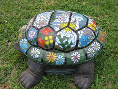 Daisy's other side (Elsieland Mosaics) Tags: flowers sun glass tile turtle mosaic corpuschristi tortoise mosaics palm christi corpus elsie mosaicart gaertner elsieland elsiegaertner elsielandmosaics