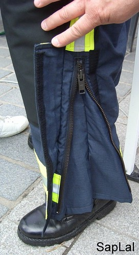 Détail surpantalon nouvelle tenue de feu sapeur pompier