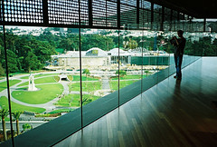 view from the top of the de young (lomokev) Tags: sanfrancisco california goldengatepark wood trees people green window glass silhouette deyoungmuseum madera floor perspective skirt contax deyoung agfa holz ultra t2 agfaultra californiaacademyofsciences contaxt2 steinhartaquarium morrisonplanetarium sanfrancisco2007 file:name=070316contaxt287