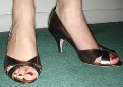 ann taylor bronze peep-toe
