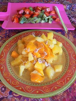 fruits découpés et citronelle.jpg