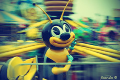 Buzzinnn Beeee (jami_lee) Tags: park amusement movement ride bee panning astroland middlefingerhaha