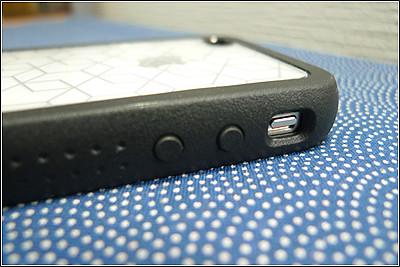 iPhone4用のアルミ削り出しケース「Vader ベイダー」