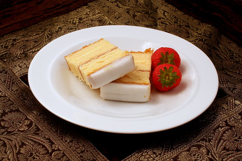 White+iced+madeira+cake