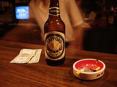 Little Tokyo - Los Angeles (josewolff) Tags: california people usa beer japan bar us losangeles tv bottle sapporo unitedstates gente cigarette cerveza reserve human tip alcohol dollar ashtray saloon bartender cosmos littletokyo botella saporo