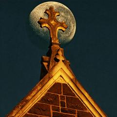 Subida de la luna (Ian@NZFlickr) Tags: deleteme5 deleteme8 deleteme deleteme2 deleteme3 deleteme4 deleteme6 deleteme9 deleteme7 deleteme10 saveme11