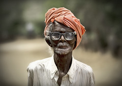 Old  man with turban and glasses - Pudukkottai - India (Eric Lafforgue) Tags: old horses india man temple glasses democracy indian hasselblad indie indi lunettes indien hind indi inde hodu southasia indland  hindistan indija   ndia hindustan h3d   lafforgue  ayanar  ericlafforgue  hindia  bhrat  702803 indhiya bhratavarsha bhratadesha bharatadeshamu bhrrowtbaurshow  hndkastan